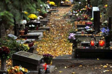 Lezárták a pozsonyi temetőket az erős szél miatt