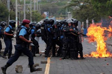 Orvosokat bocsátottak el Nicaraguában azért, mert tüntetők sérüléseit látták el