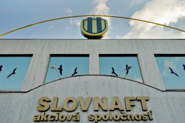 A Slovnaft vállalat több mint háromezer alkalmazottja közül tíznek lett pozitív a tesztje hétvégén