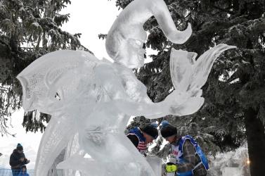 JÉGVARÁZS: Bámulatos jégszobrokat faragtak (fotók)