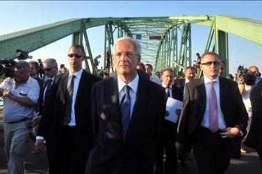 Tíz éve tört kia Duna menti hidegháború