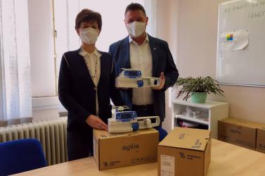 Infúzióadagolókat adományozott Somorja a dunaszerdahelyi kórháznak