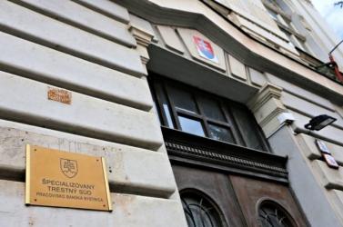 Három év feltételesre ítélték a faliújságtender harmadik vádlottját
