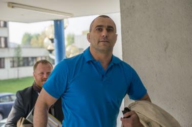 Elnapolták az agresszív rendőr bírósági tárgyalását