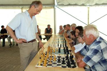 Gari Kaszparov egykori edzője játszott szimultánt Nagymegyeren