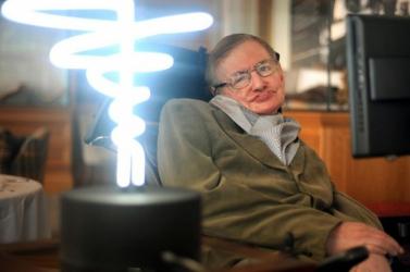 Üzent az idén márciusban elhunyt Stephen Hawking: Veszélyben van a tudomány