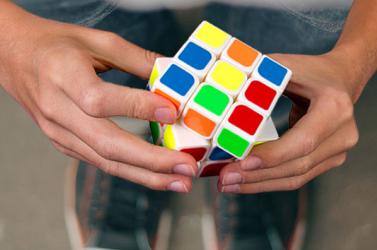 Beperelték a Rubik-kocka utánzatának gyártóját és forgalmazóját