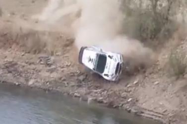 Tóba zuhant egy autó a Mexikó Ralin - VIDEÓ!
