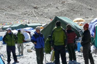 Mount Everest: Otthagyják a csúcsot a nepáli serpák - lemondtak minden mászást az évadra