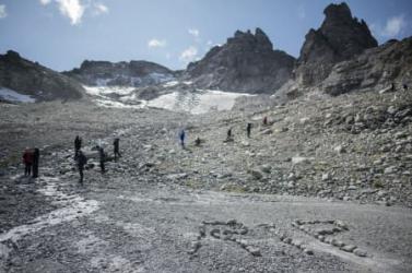 Temetési menettel búcsúztak a svájciak az eltűnő Pizol-gleccsertől