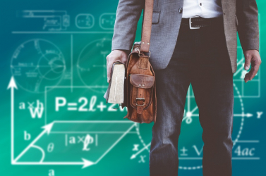 Komoly célt tűzött ki az oktatásügyi miniszter a tanárok fizetését illetően