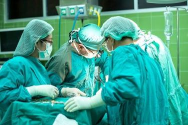 Ritka tüdő- és májátültetést végeztek egyszerre egy kínai kórházban