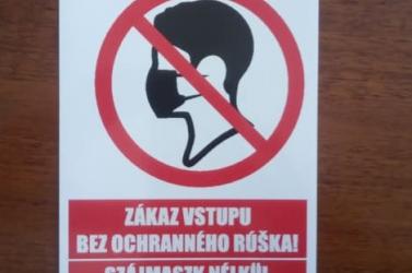 Tilos szájmaszkban belépni szájmaszk nélkül illegális! –