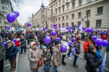 Rabszolgatörvényellen tiltakoznak Budapesten
