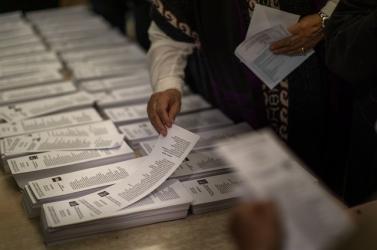 Történelmi rekordot döntött a hongkongi helyhatósági választásokon szavazók száma