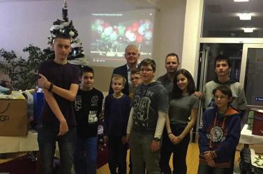 50 diák karácsonyát tették szebbé a szerdahelyi szerencselufik