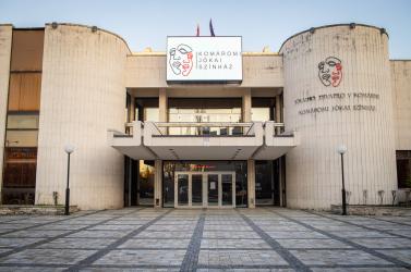 A Slovnaft a nehéz időkben is segíti a kultúrát – 30 ezer euróval támogatott szlovákiai színházakat és egy galériát