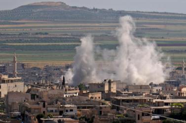 Többen meghaltak egy gyár elleni légicsapásban Tripoliban