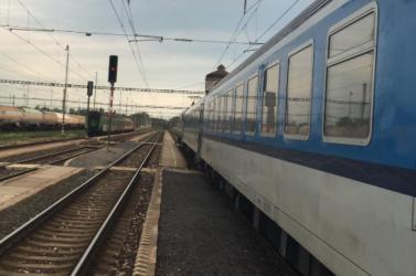 Több szakaszon a vasúti közlekedés is szünetelt az erős szél miatt