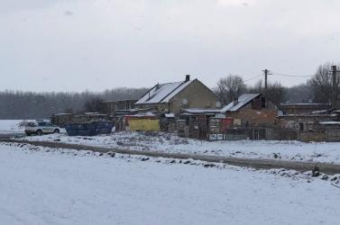 Rendőrök őrzik a roma közösséget Tallós mellett, de nincs mindenki bezárva
