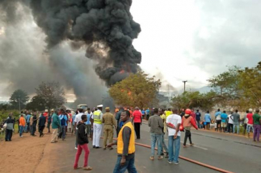 Felrobbant egy üzemanyag-szállító tartálykocsi, sokan meghaltak