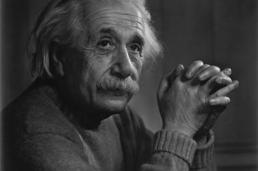 Több mint 1 millió dollárt fizettek Albert Einstein kéziratáért