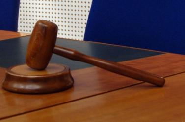 Elítélték az SNS volt minisztereit - bűnösnek találta őket a bíróság a faliújságtender ügyében