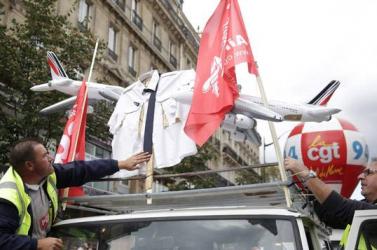 A legnagyobb francia szakszervezet megakadályozta a napilapok megjelenését