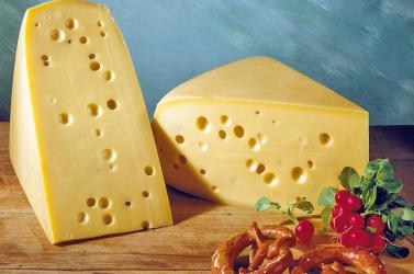 Svájci tudósok felfedezték, mitől lyukas a sajt