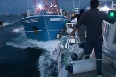 KAGYLÓHÁBORÚ: Francia és brit halászhajók csaptak össze a La Manche-csatornában