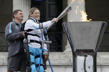 Bionikus ruhát kap egy deréktól bénult brit nő