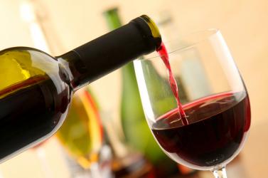 A vörösbor mérsékelt fogyasztása védelmet nyújthat a prosztatarák ellen