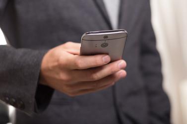 Több ezer telefonhívással zaklatta volt barátját egy fiatal férfi