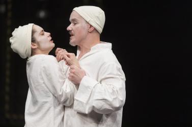 Színházi csemegének ígérkezik a Temetés a Komáromi Jókai Színházban