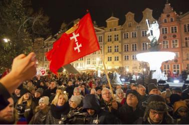 Egységet sürgetett a gdanski érsek a meggyilkolt főpolgármester temetésén