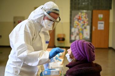 560 koronavírusos személyt szűrtek ki a trencséni tömeges tesztelésen