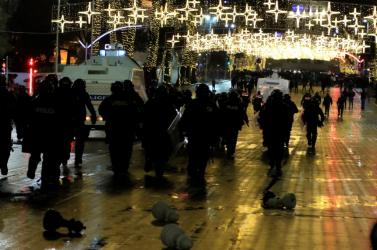 Covid-hírek - Elmaradnak a karácsonyi enyhítések Ausztriában, folytatódó összecsapások a kijárási tilalmat megszegő lelőtt férfi miatt Albániában