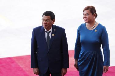 Lányát segítenéaz elnöki székbea mostani elnöka Fülöp-szigeteken, így akar kibújni a több ezer gyilkosság alól