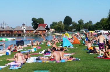 Megnyitották a turistaidényt a szenci Napfényes tavaknál
