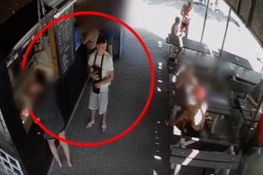 Eltette az elejtett pénztárcát a büfénél, ezt a fickót keresi a rendőrség (videó)
