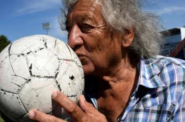 Rablótámadás érte, belehalt sérüléseibe minden idők egyik legkiválóbb argentin focistája