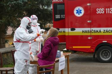Tömeges tesztelés: Délelőtt pangtak az ürességtől a mintavételi helyek Alsókubinban és Námestovón