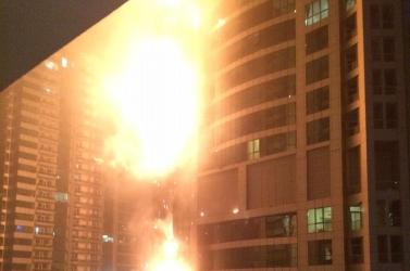 Lángokban állt a világ egyik legmagasabb épülete (Videó)