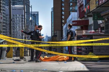Tíz halottja van a torontói furgonos gázolásnak, 25 éves az elkövető