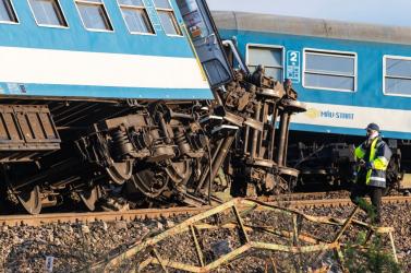 Szokatlan tragédia: Két vonattal is ütközött egy magyar traktoros