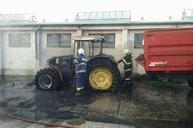 Kiégett egy John Deere traktor Gombán!