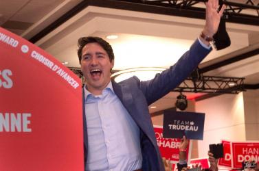 Fenyegetést kapott, ezért golyóálló mellényben kampányolt a liberális kanadai kormányfő