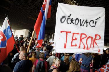Szlovákia egymilliárd eurót veszít az oltatlanok miatt