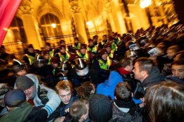 Nagyszabású tüntetésen követeltek előrehozott parlamenti választásokat Madridban