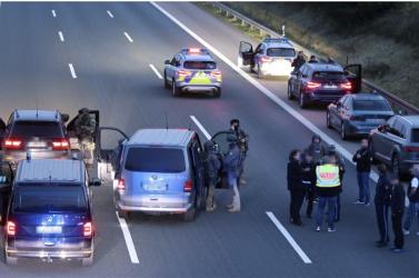 Kommandósok csaptak le egy állítólagos túszejtőreaz autópályán Németországban